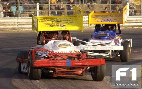 Chris Bonner (105) leads Ian Venables (60) at Foxhall. Photo Colin Casserley