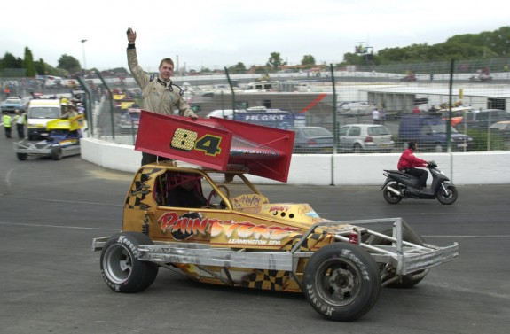 Tom Harris Waves to crowd at Warneton (Belgium) 2008. Photo Colin Cass.