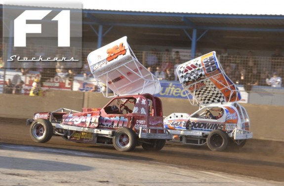 Ike Parkinson (254) side by side with Stu Smith jnr (390). Photo Colin Casserley