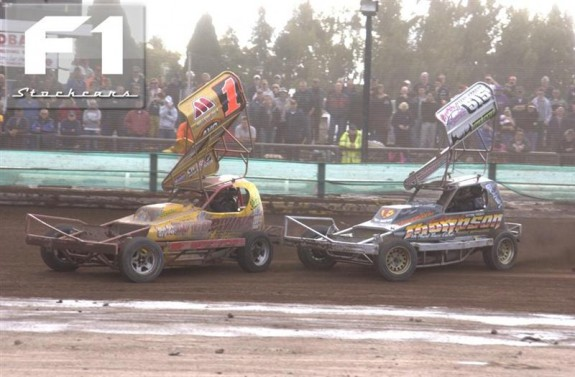 Frankie Wanman Jnr closing in on Andy Smith. Photo Colin Casserley.