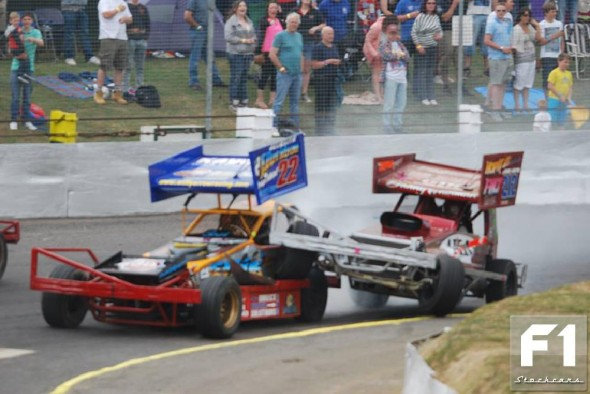 Will Yarrow under attack from Danny Wainman. (Steve Harris)