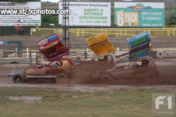 Danny Wainman on his way to victory in Heat 1.