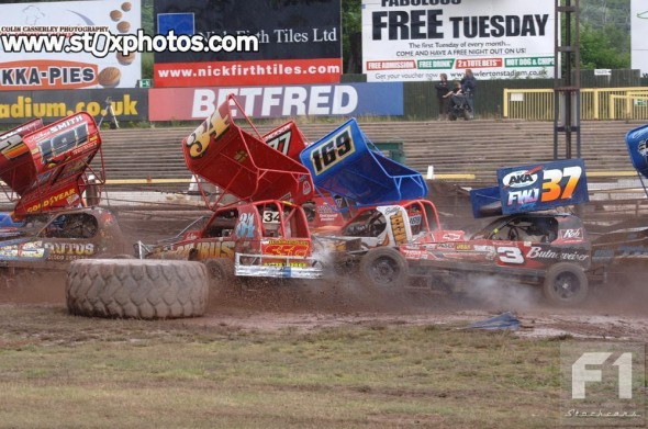 Action in the early laps. Only Mal Brown survived to the end.