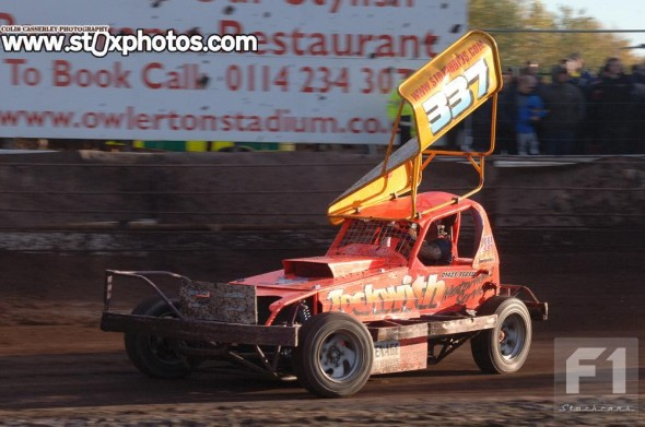 Dave Willis came close to a heat win, but suffered mechanical issues in the later races.