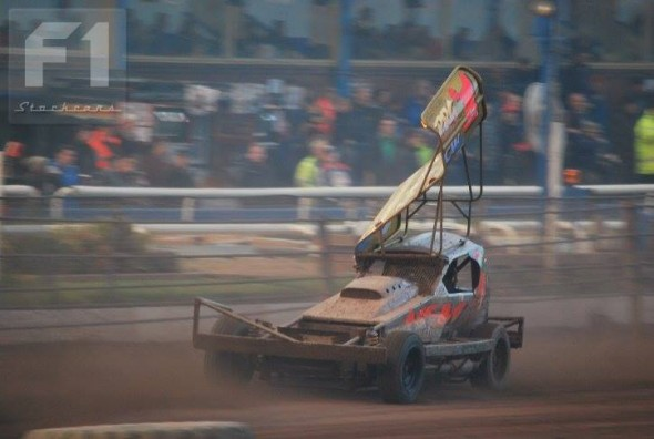 Tom at full speed down the home straight at Belle Vue. (Photo: Vic Peake)