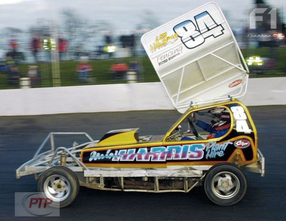 Tom on his way to winning Heat and GN at Northampton in April 2005.