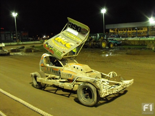 Stu lines up for the GN after clinching the silver roof after the Final - Belle Vue, 1st November 2009.